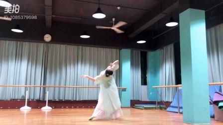 谢璐斯猫猫老师给大家献上中国古典舞《桃夭夭》猫猫原创作品
