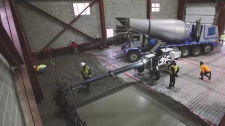 老外给厂房铺水泥,出动的机械真是头一次见,太牛了吧