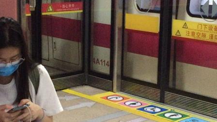 2020年8月16日,广州地铁4号线L5型列车04×113-114南沙客运港→黄村普通车,车陂南上行站台出站。