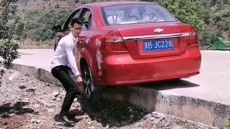 遇到这种情况怎么样才能把车开出来呢,这老司机的办法,确实是太高明了!