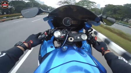 摩托车头抬起的瞬间,霸气才刚刚开始!