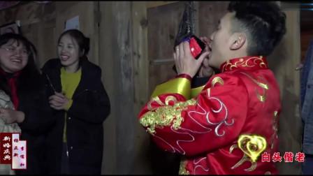 贵州一小伙去迎亲,求婚时新娘没有穿婚纱,很普通的一个女孩