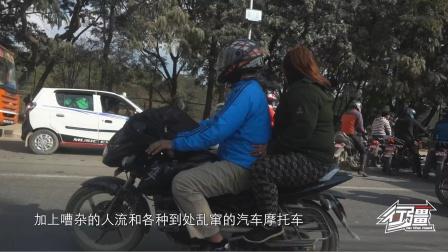 尼泊尔加德满都,马路上摩托车比汽车还多,跟印度有的一比了