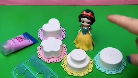 贝儿过生日,白雪给她做了很多蛋糕,她们真是好姐妹。