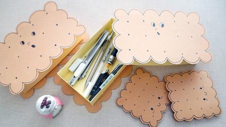 超可爱的饼干笔盒,几张卡纸就能DIY,还有配套的小本子!