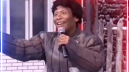 宋小宝翻唱搞笑改编歌曲《想做新郎没钱买房》,太搞笑了