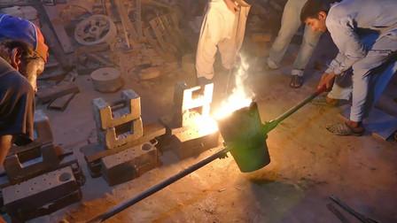 实拍印度小作坊,看他们如何铸造金属,感觉落后我们几十年!