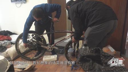 好不容易将自行车带上飞机,结果到尼泊尔才发现车子给磕坏了