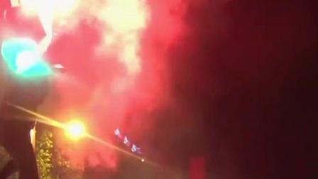 巴黎圣日耳曼晋级 球迷狂欢陷入混乱 共度晨光 20200821 高清