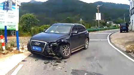 交通事故合集:弯道会车不会鸣笛减速,奥迪车主悲剧了