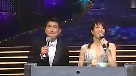 当年郑秀文得抑郁症,刘德华在台上为她打气加油!这段看着好感动
