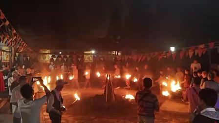 点燃祈福的篝火