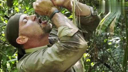 单挑荒野:EJ找到了香蕉水开始狂补水,扣出棕榈芯吃,还隔空挑衅德哥