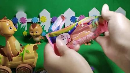 趣味玩具;鸡妈妈给孩子们发的这是什么糖啊?