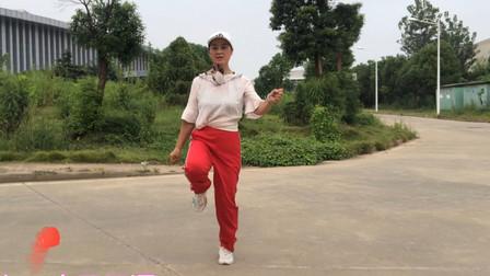 58岁大妈爱跳鬼步舞,每天坚持15分钟,动作简单减肥效果好