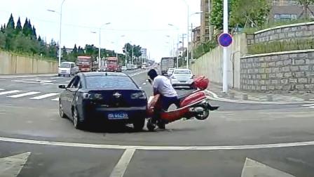 交通事故合集:不会预判盲目超车,全责一点都不意外