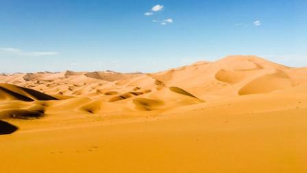 中国沙漠多的是沙子,为何不用来建造房屋?工程专家点出3个原因