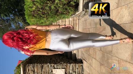 《春光娱乐》4K,模特小青 背面,红色大波浪,灰色紧身裤,高跟鞋