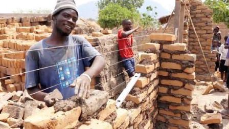 非洲人能懒到啥地步?看完非洲人干活,你啥感受
