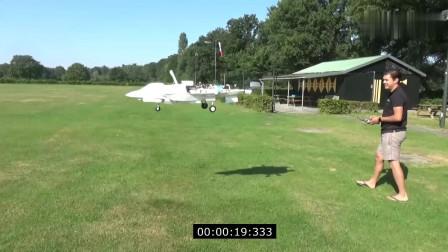 老外自制这玩具飞机,居然能有垂直起降这种黑科技