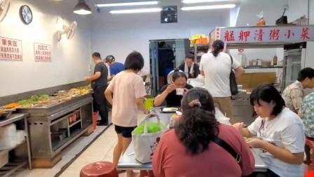 超火爆的台北自助餐小店,刚开门人就爆满,物美价廉又好吃是关键