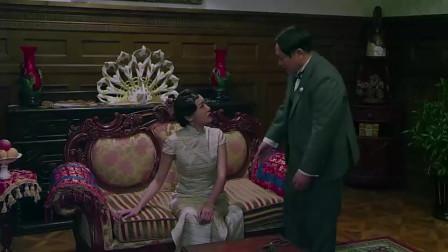 丈夫瞒着美女把家里的钱都拿去抗日,一番话后谁知美女转身拿出一箱珠宝!