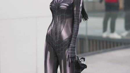 成都太古里捉到一只迷路的蜘蛛女侠。