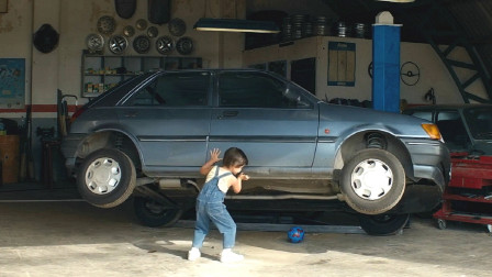 男子天生力大无穷,8岁就能扔飞汽车,伸出两根手指就能飞上天!