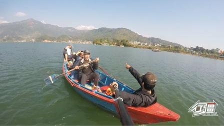 在尼泊尔费瓦湖,4个人租一条船只要60块钱,这也太便宜了吧