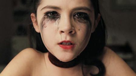 惊悚片:这个看似天真可爱的萝莉,不知是多少人的童年恶梦