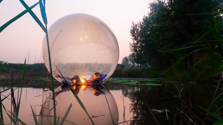 我在水上的球里睡了一觉!早上醒来上不了岸了