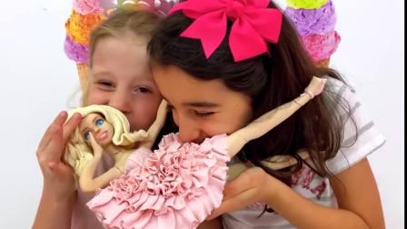国外儿童时尚,和小伙伴一起给芭比做玩具,真开心