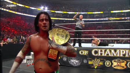 WWE冠军之夜CM朋克中途弃战,杰夫哈迪一把拽回教他做人!