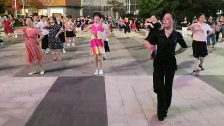 (19)巜风雨醉情缘》广场舞。舞友再次复习老舞。徐淡吟老師🌹🌴💄💐