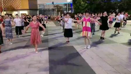 (20)《站着等你三千年》广场舞。万达广场徐淡吟老師🌹🌴💄💐