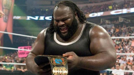 "WWE冠军之夜巨人间的较量,马克亨利首度染指""一线腰带"""