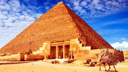 金字塔内到底有什么!盗墓者进去都会丧命,是谁控制了这一切?