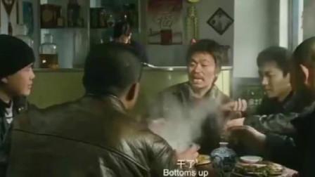 论演技就服王宝强,下雪吃火锅,吸着烟喝着白酒,而且还要一口闷