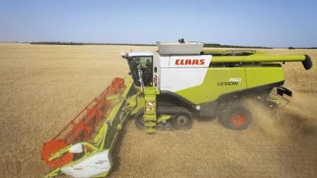 世界最强收割机不愿出口我国,看到小麦收割场景,众人只能干着急
