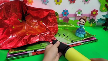 贝儿想给白雪妹妹一个惊喜,这次气球能打成功吗?