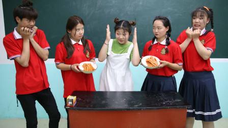 班里新来个女同学,没想新同学刚来就和王小久比赛吃辣,结局真逗