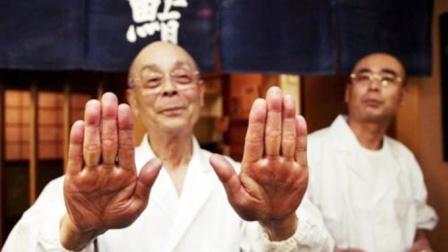 """日本首位""""寿司之神"""",从来不和男性握手,章鱼必须按摩50分钟!"""