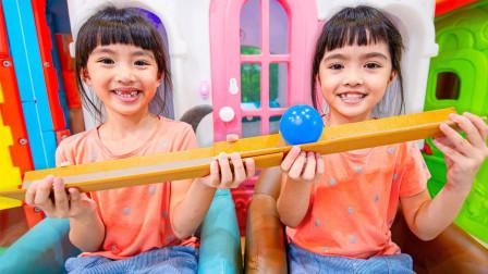 萌宝玩具故事:好厉害!双胞胎小萝莉的接力比赛谁能获胜呢?