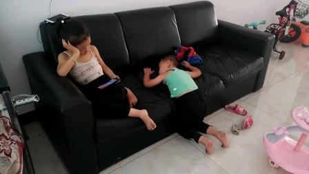残留的记忆之2020.9.8宏宏爬在沙发上睡着了