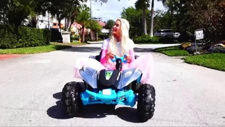萌娃小可爱给顾客推荐的这辆汽车速度可真快呀!差点都翻车了,萌娃:看来它不适合你!