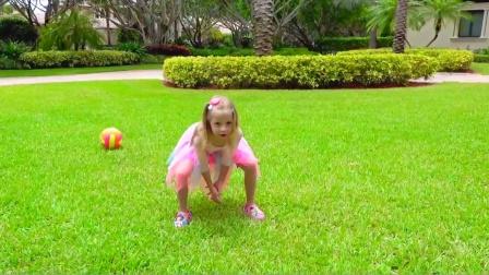萌娃小可爱和老爸悄悄溜进邻居家里捡皮球,却被锁在了屋里,父女俩可真是顽皮呀!