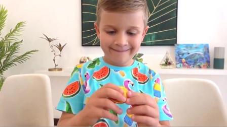 萌娃小可爱为了表示对妹妹的歉意,送给她一个大大的棒棒糖,萌娃:我再也不捉弄你了!