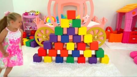 萌娃小可爱的挖掘机技术可真是不错呢!小家伙没一会儿就建好了一堵墙,萌娃:宝宝厉害吧?
