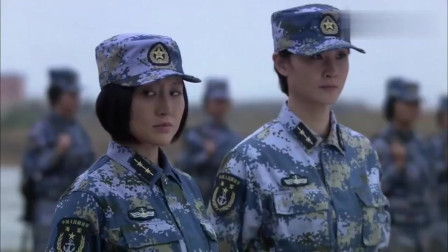 火蓝刀锋:军队来火车站抓人,出动了一个侦查大队,警察都蒙了