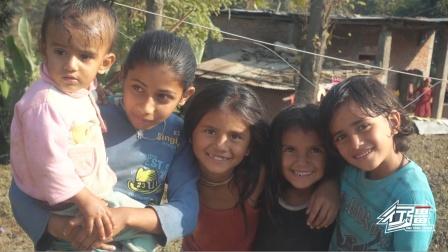 尼泊尔乡村小女孩的笑容太治愈了